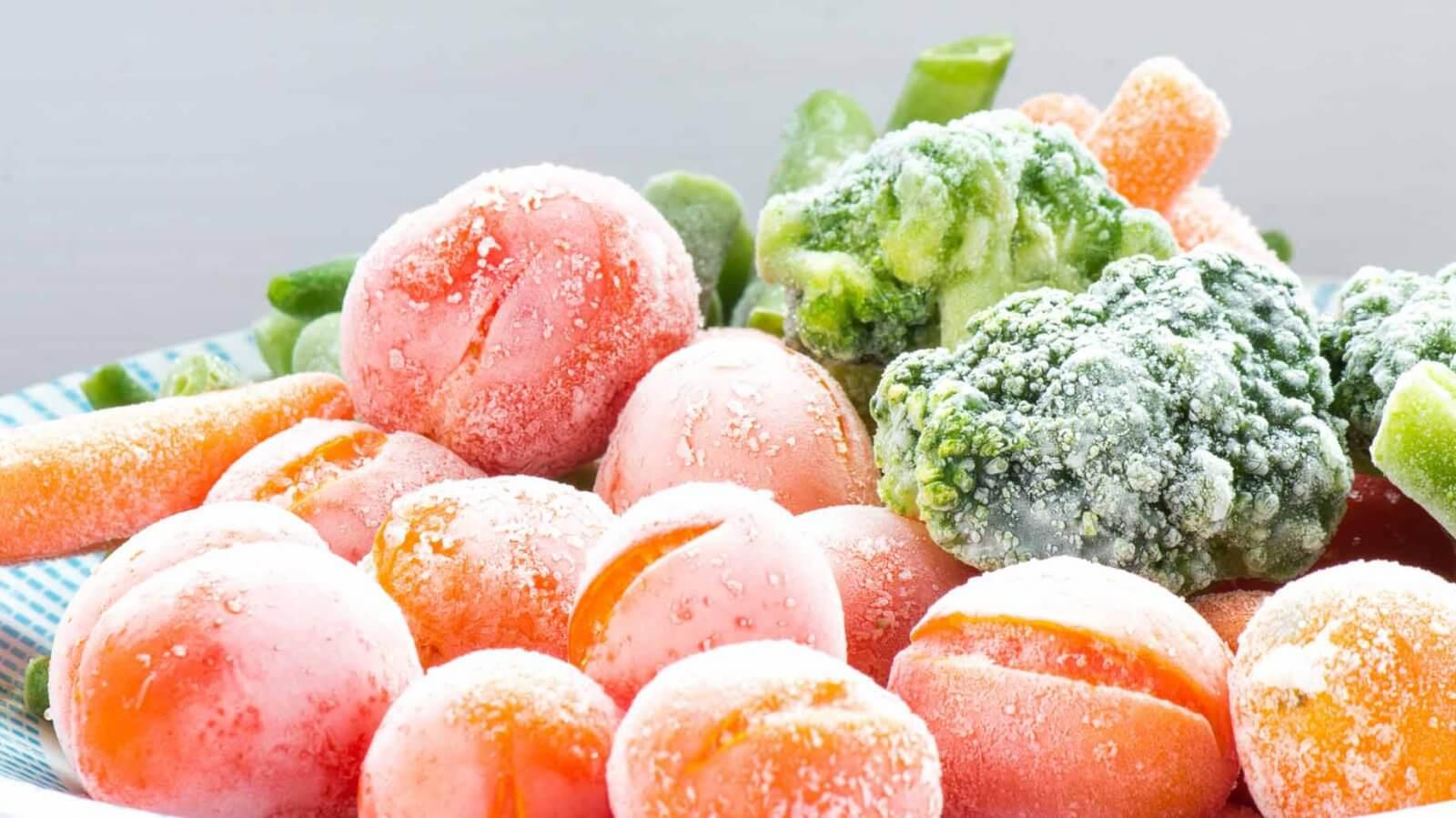 овощий и фрукты в рефконтейнерах