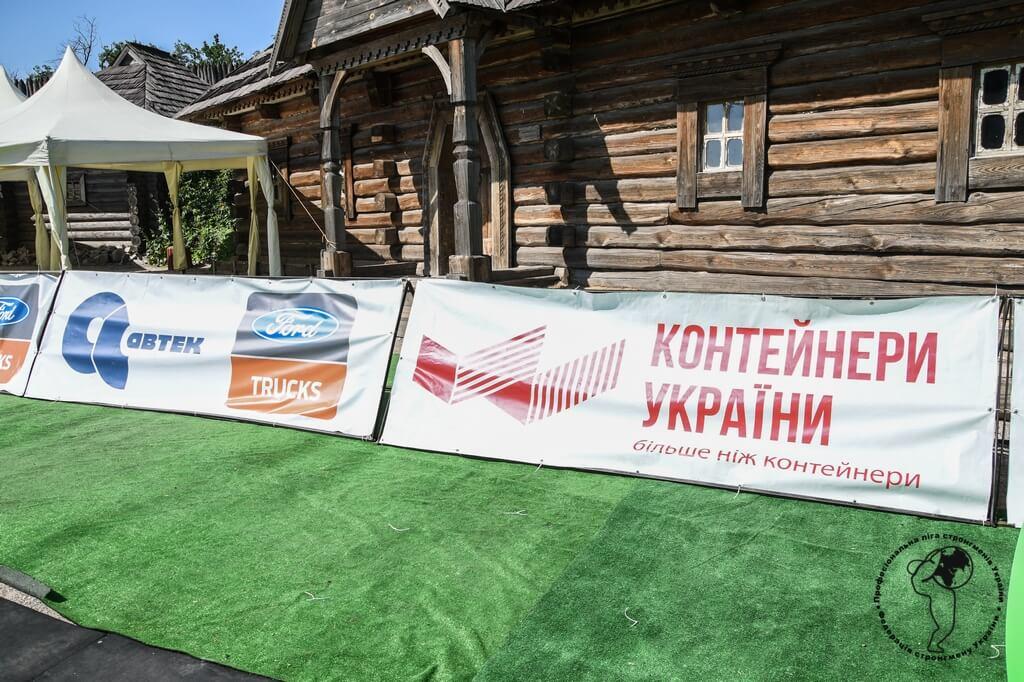 Игра мышц и демонстрация силы на востоке Украины